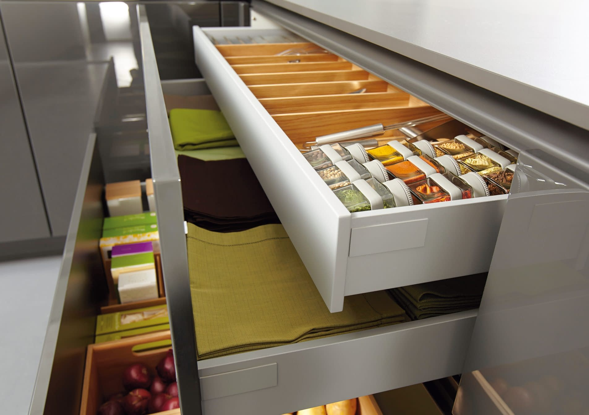 Drawers with internal pull outs and oak organiser