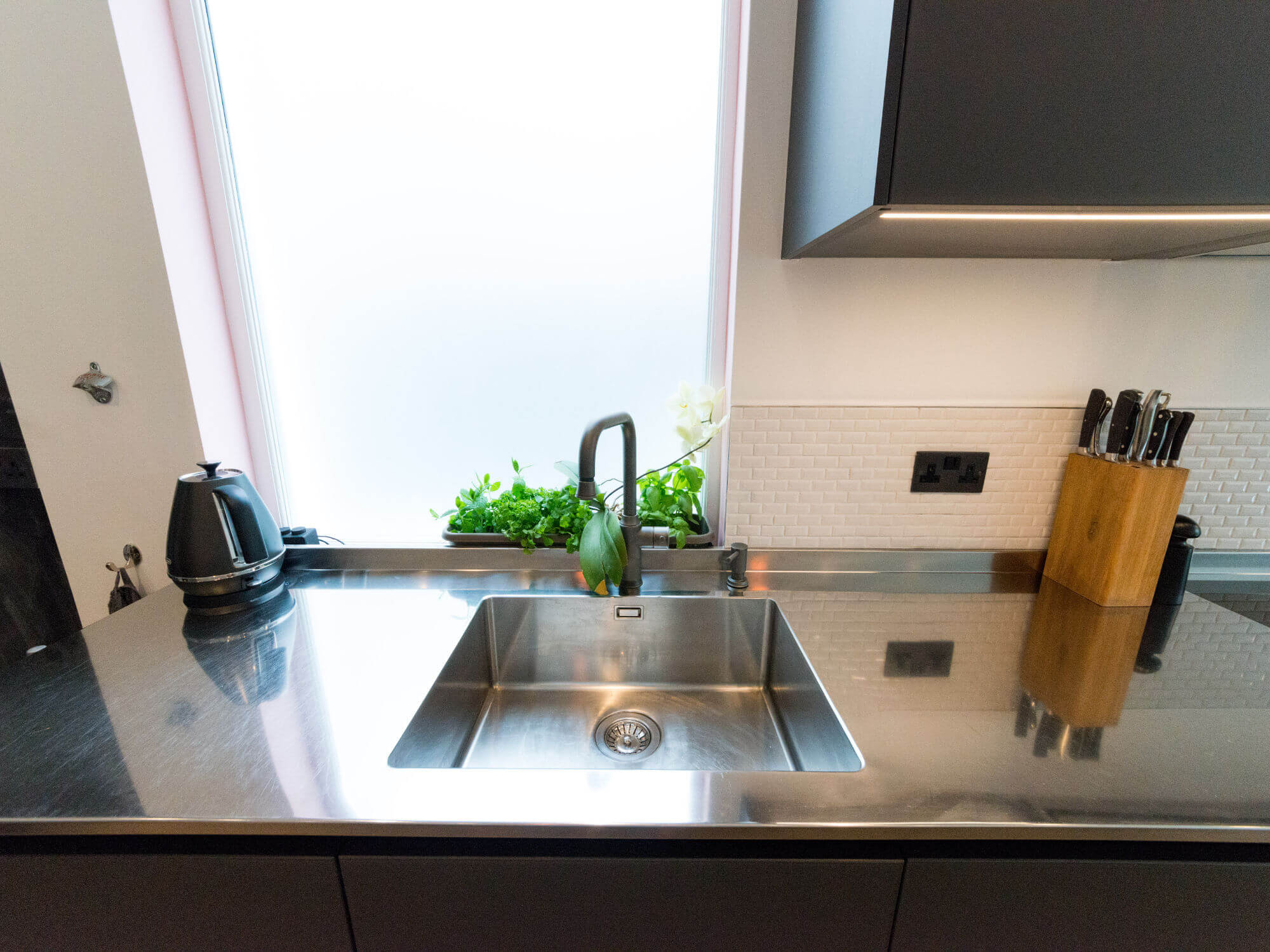 Integrated stainless steel sink