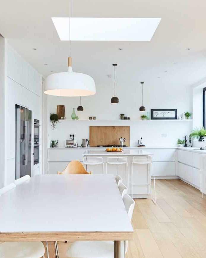 White matt handleless kitchen with oak floor