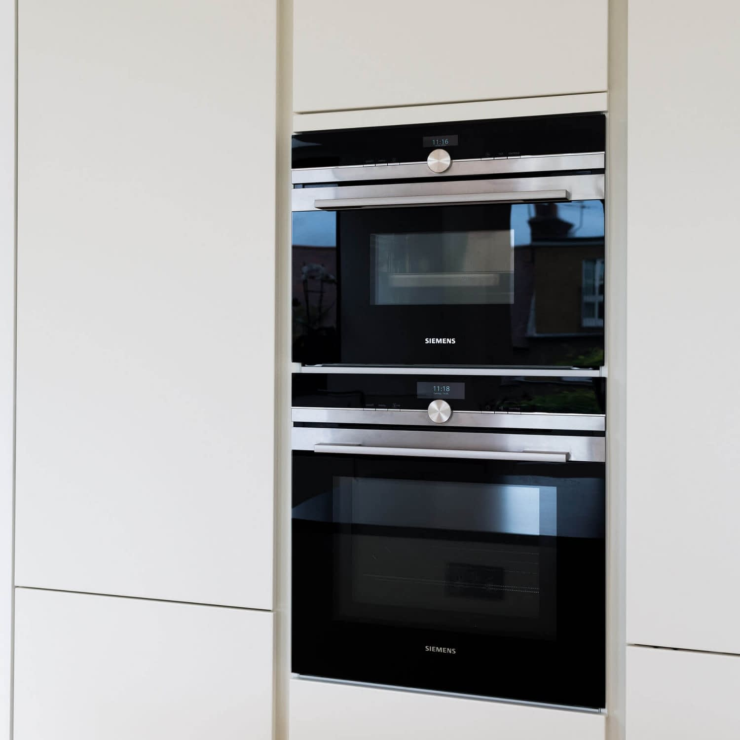 Siemens oven in tall cupboards